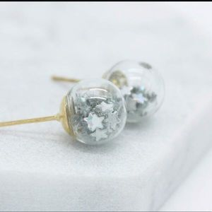 Jewelry - Silver star filled globe earrings